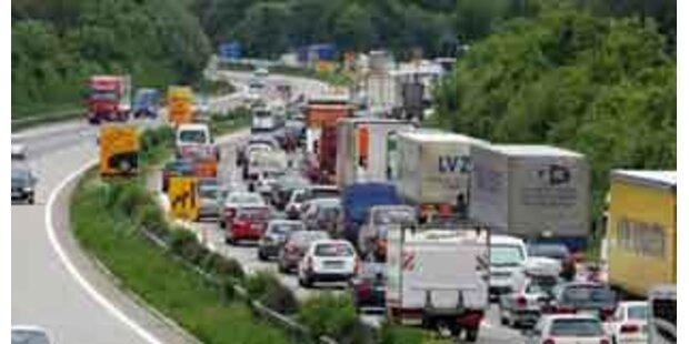 Sechs Verletzte bei Unfall auf A4