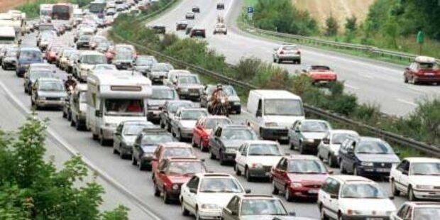 16 km Stau nach Unfall auf A1 in OÖ