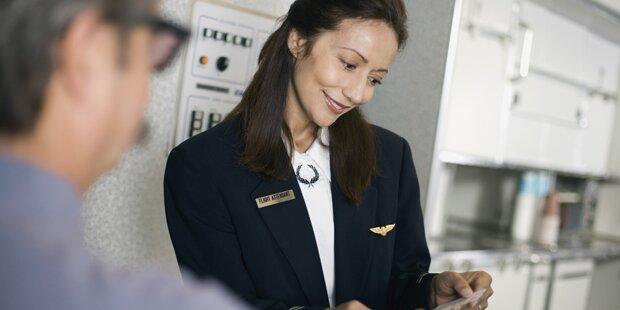 Das prüfen Flugbegleiter beim Betreten des Fliegers wirklich