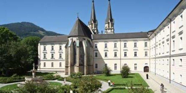 Abt entschuldigt sich für Kind-Missbrauch