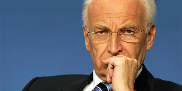 """Vermittler Stoiber erklärte zur Entwicklung des Zweikampfes Huber-Seehofer, er habe mit seinen Gesprächspartnern vereinbart, dass """"alle pausenlos gut übereinander reden"""". (c)AFP"""