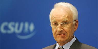 Edmund Stoiber in der Bredouille. (c)Reuters