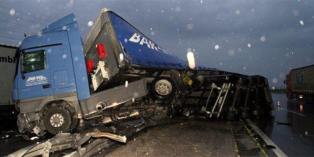 Schwerer Lkw-Crash auf der Westautobahn