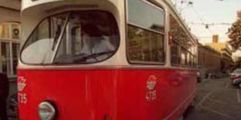 Alkolenker rammt Wiener Straßenbahn