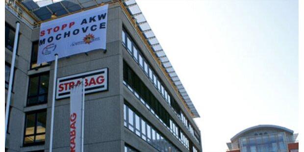 Atomgegner protestieren gegen Strabag