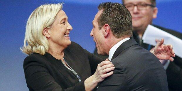 Strache feiert mit rechtsextremer Le Pen