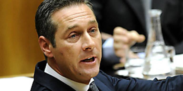 Jetzt räumt Strache in der FPÖ auf