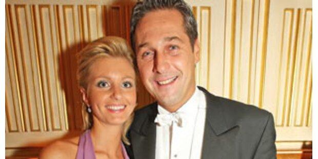 Strache zeigt neue Liebe am Opernball