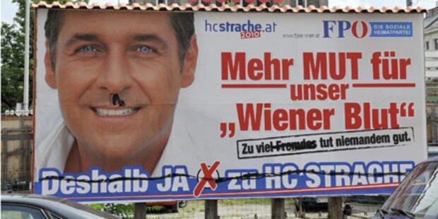 Straches Skandal-Plakate beschmiert