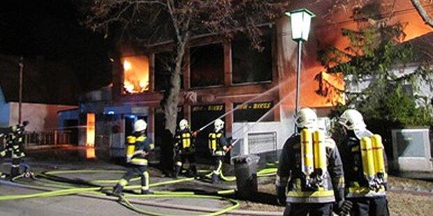 Großbrand verwüstet Firma in Strasshof