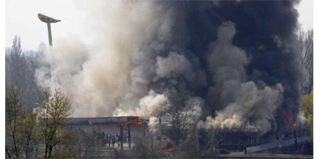 NATO-Gegner setzten Gebäude in Brand