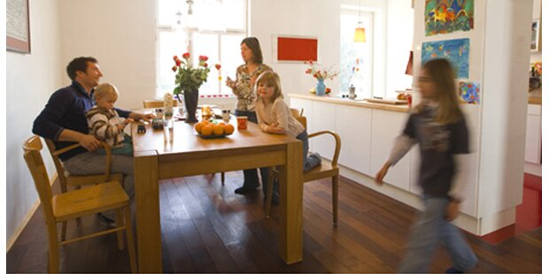 Homestory - Moderner Kubus plus Bauernhäuschen