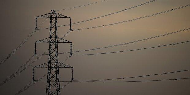 Pkw rammte E-Mast: Haushalte ohne Strom
