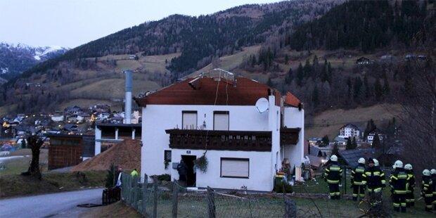 Schwerer Sturm trug Hausdach ab