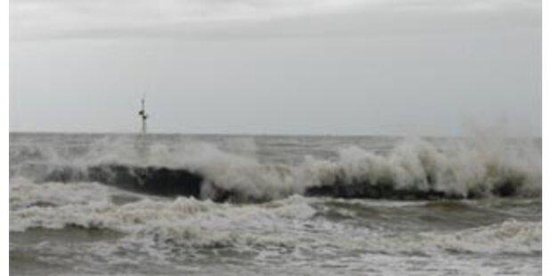 Flüchtlingsboot kentert bei Sturm in der Ägäis