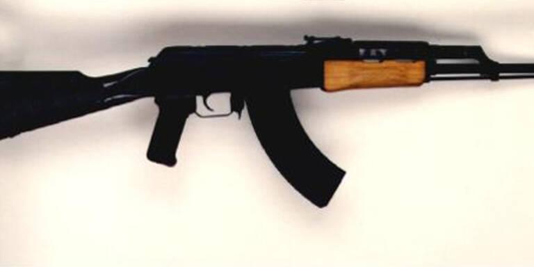 100 Sturmgewehre illegal verkauft: Anklage
