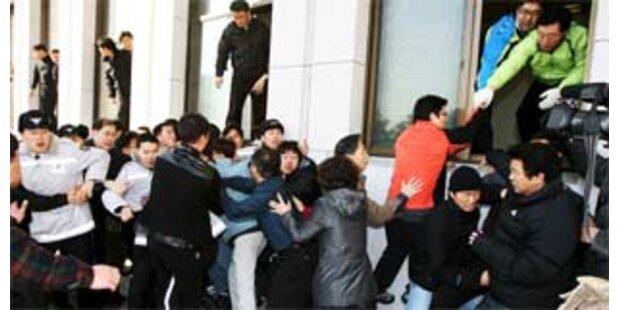 Abgeordnete prügelten sich mit Wachleuten
