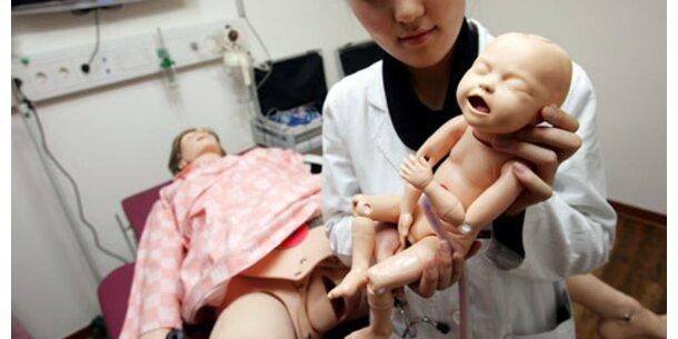 Geburtshilfe an Roboter-Frauen geübt
