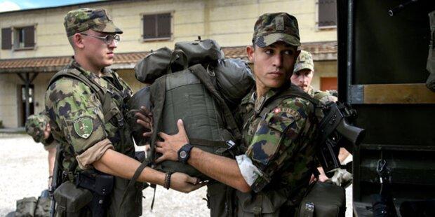 Schweizer stimmen für Wehrpflicht