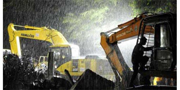 Heftiger Regen stört Rettungsarbeiten