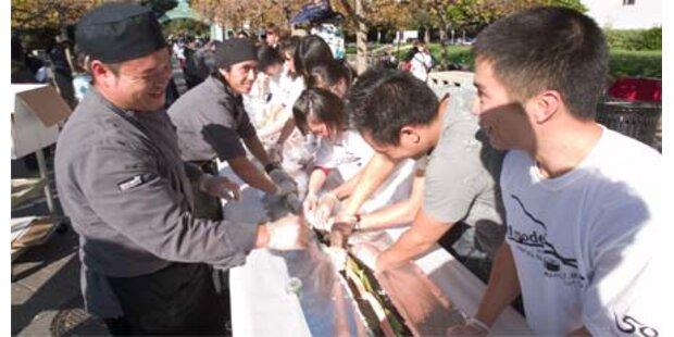 Studenten machen 100m langes Sushi