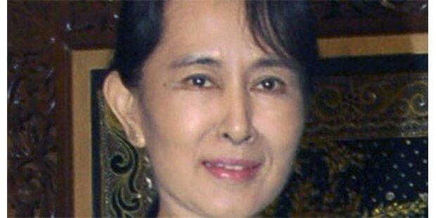 Westliche Diplomaten durften zu Suu Kyi