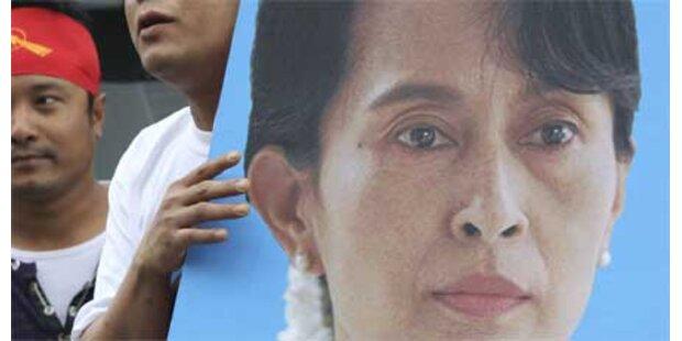Suu Kyi bietet Militärjunta die Stirn