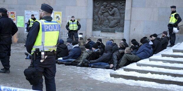 Flüchtlings-Mob attackiert Polizisten