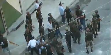 Massive Gewaltanwendung gegen Demonstranten
