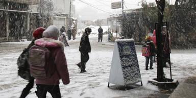Schneesturm bringt syrische Flüchtlinge in Not