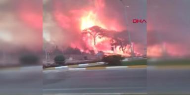 Waldbrand greift auf Antalya über