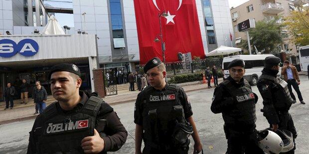 Erdogan lässt live TV-Sender stürmen