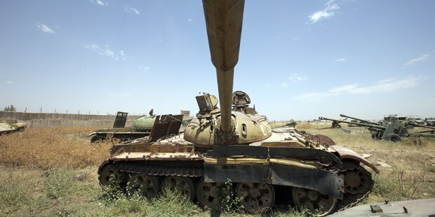 Betrunkene auf Spritztour mit Russen-Panzer