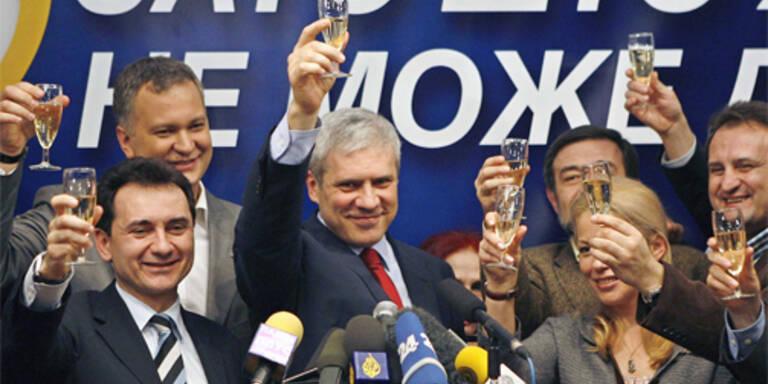 Klare Mehrheit für Demokraten in Serbien