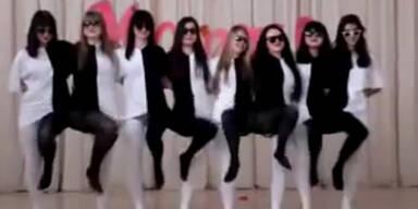 Optische Täuschung durch verrückte Outfits