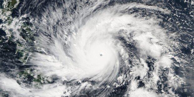 Tausende flüchten vor 700 Kilometer-Taifun