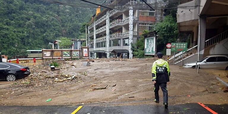 """Taifun """"Dujuan"""" verwüstet Norden Taiwans"""