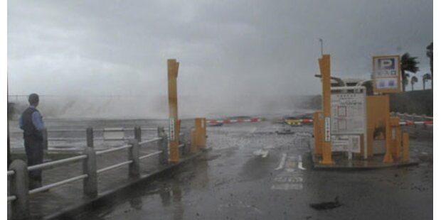 Taifun tobt über Japan