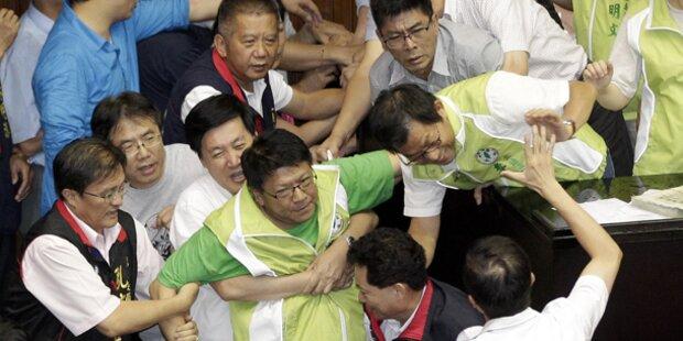 Taiwans Abgeordnete prügeln sich