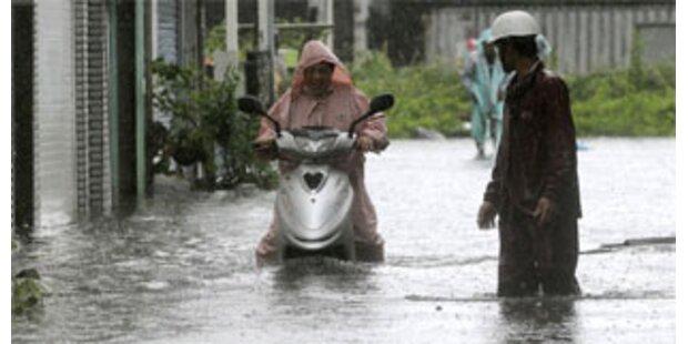 Taifun verwüstet Japan und Taiwan