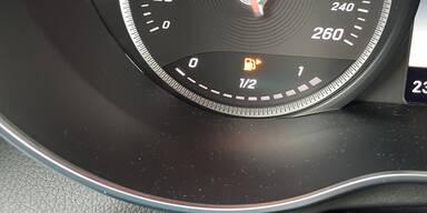 Autos verbrauchen viel mehr als Werksangabe