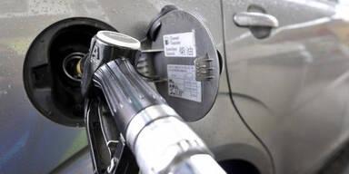Billiger Sprit bremst Hybrid- und E-Autos