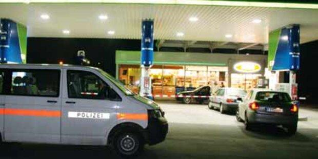 Räuber stürmt mit Pistole in Tankstelle