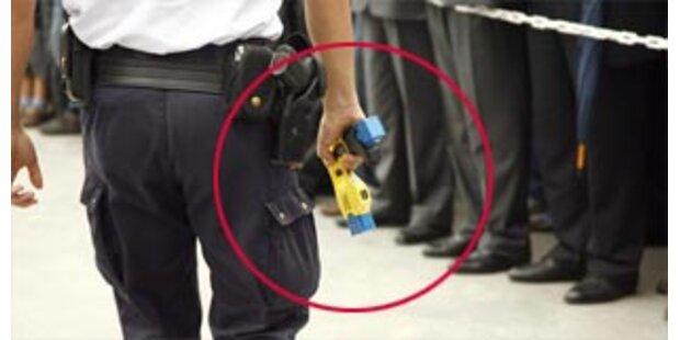 Flugpassagier durch Elektroschocker getötet