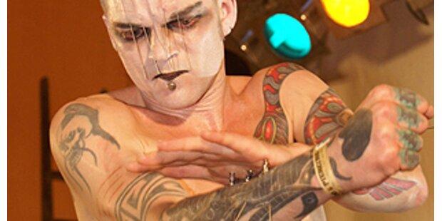Klassische Tattoos und bizarre Selbstverletzung