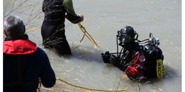 Taucher suchen vermissten Schwimmer