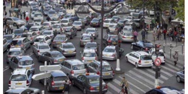 Taxi-Fahrer im Bummel-Streik