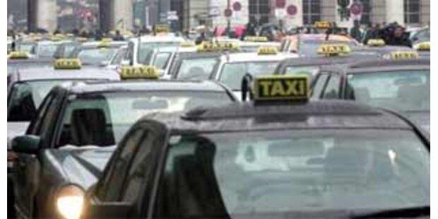 22 Insassen in 9-Mann-Taxi