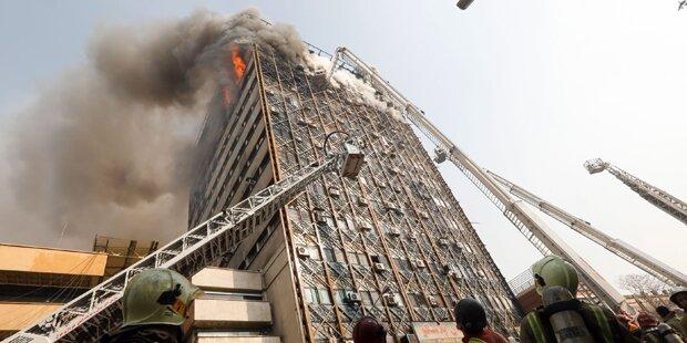 Wolkenkratzer eingestürzt - 30 Feuerwehrmänner tot