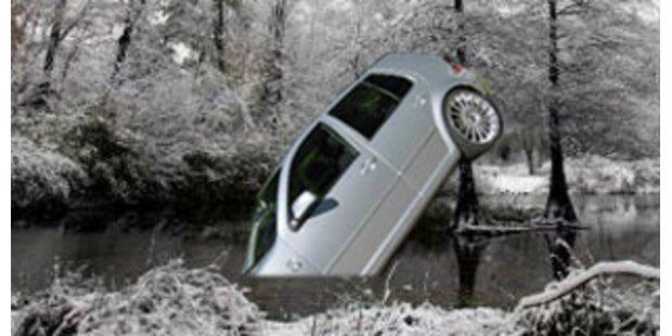 18-Jähriger starb nach Sturz mit Pkw in Teich